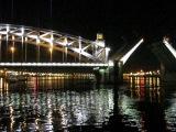 Разведение моста Петра Великого в Санкт - Петербурге 13.09.2013 г.